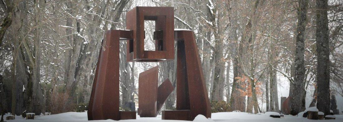 Sculpture de Gillian White dans la neige