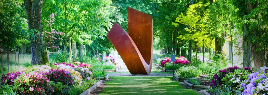 Sculpture de Beverly Pepper dans le jardin de Muni