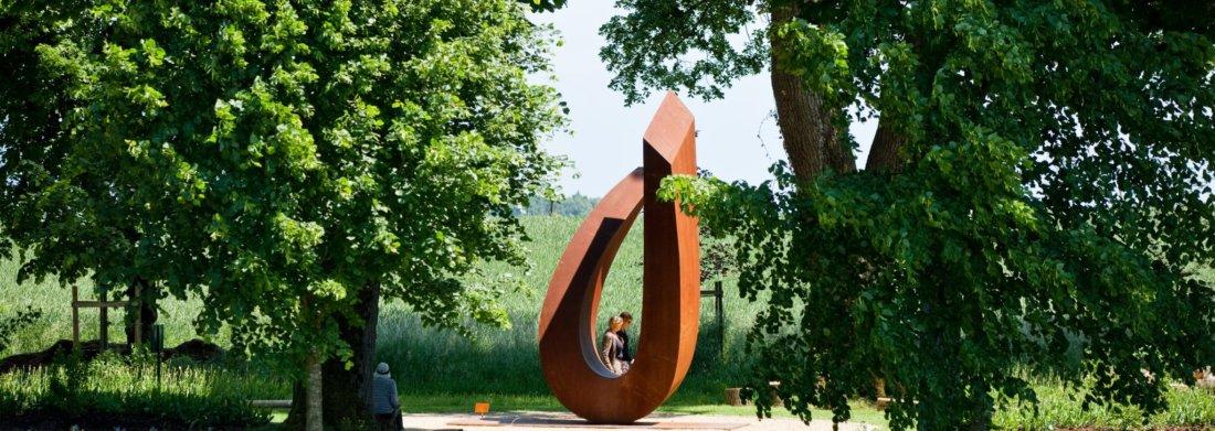 Oeuvre de Beverly Pepper dans le jardin de Muni
