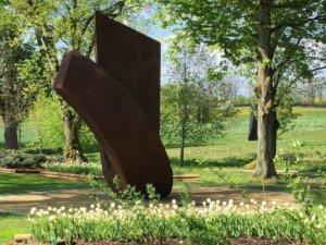 chateau de vullierens1 sculpture de Beverly Pepper 300x225 - Beverly Pepper