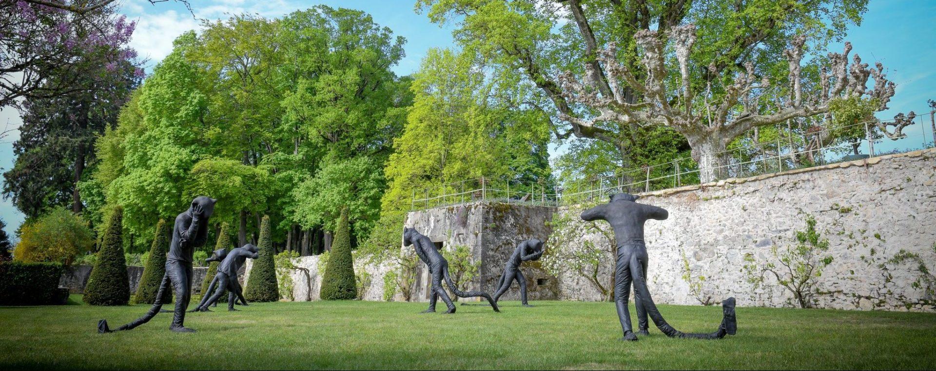 L'armée féline de Laura Ford sur la terrasse du Château.