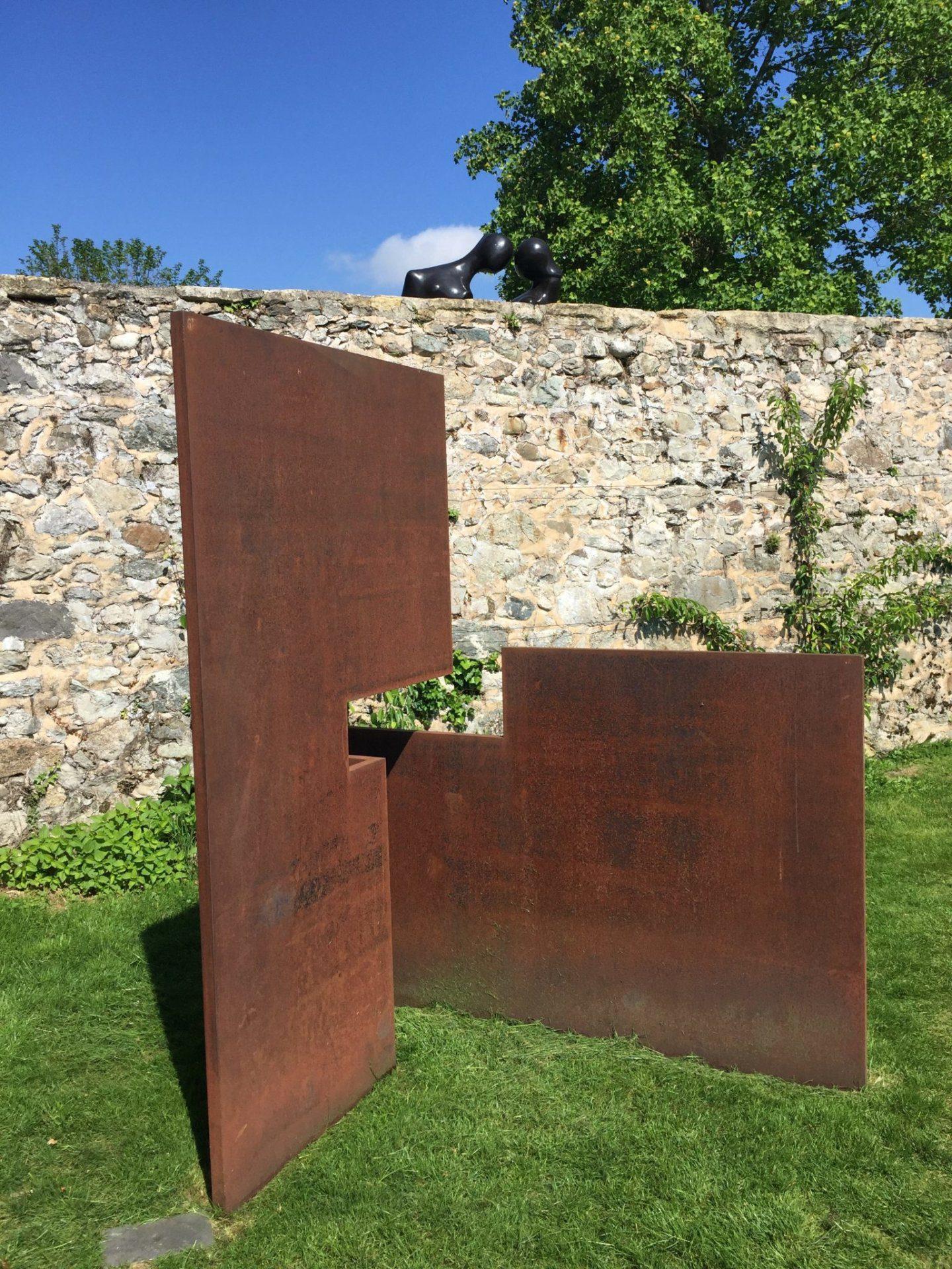 Oeuvre de Carles Valverde sur la terrasse du Château