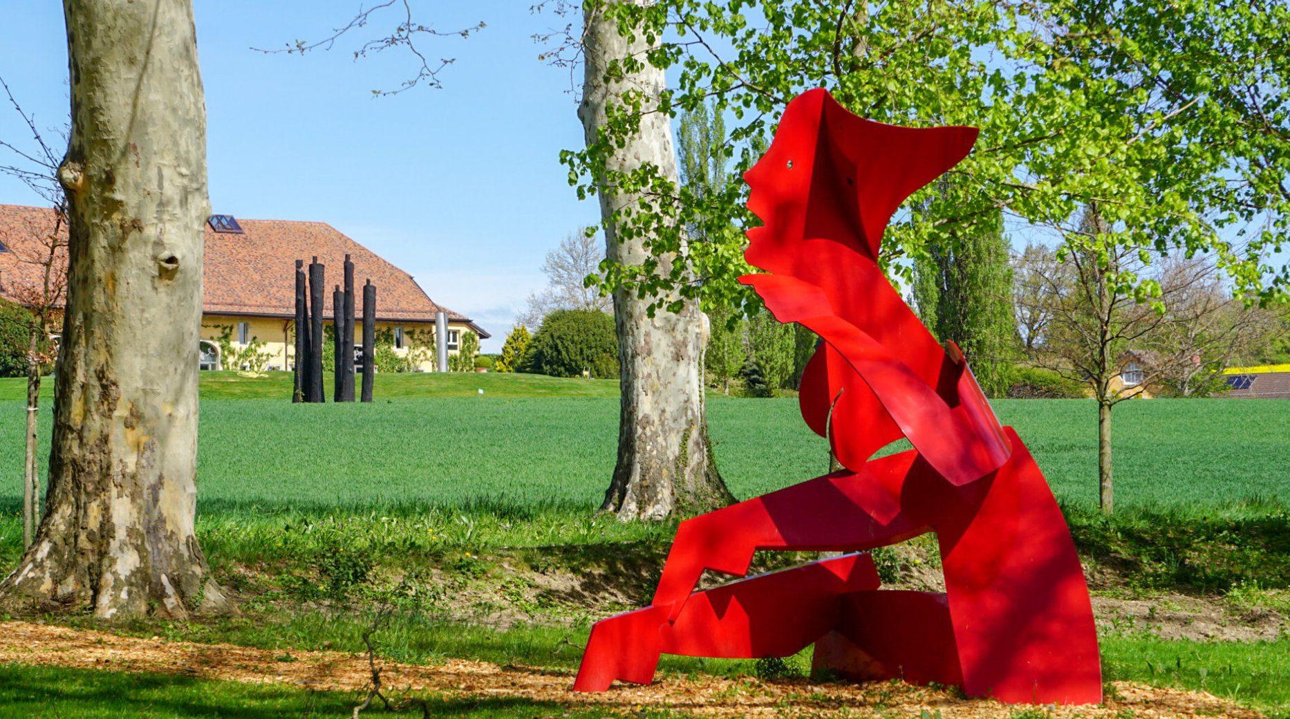 Sculpture d'Allen Jones dans nos jardins depuis 2018.