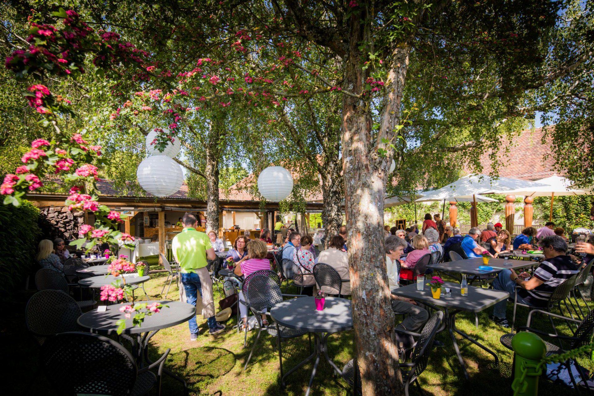 La terrasse du Café des Jardins en été