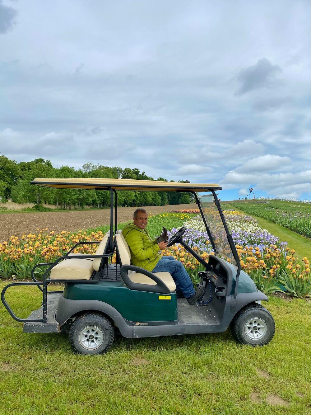 Tour VIP en voiturette de golf dans les jardins.