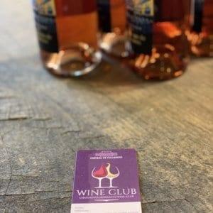 Carte Wine Club à côté de bouteille de rosé.