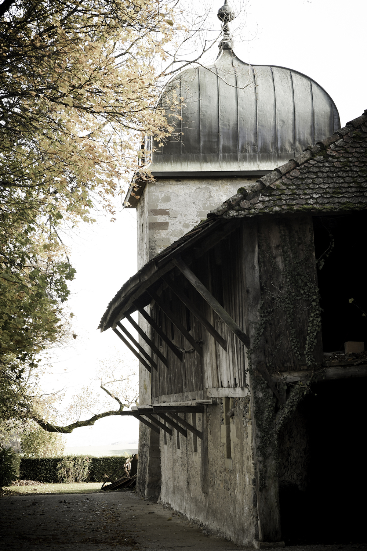 Allée médiéval du Château de Vullierens.