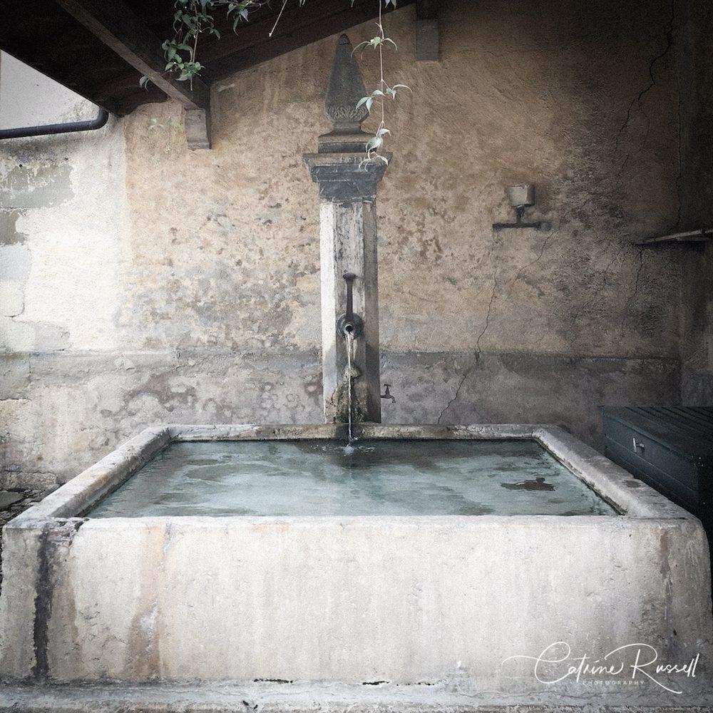 Fontaine d'époque du Château de Vullierens.